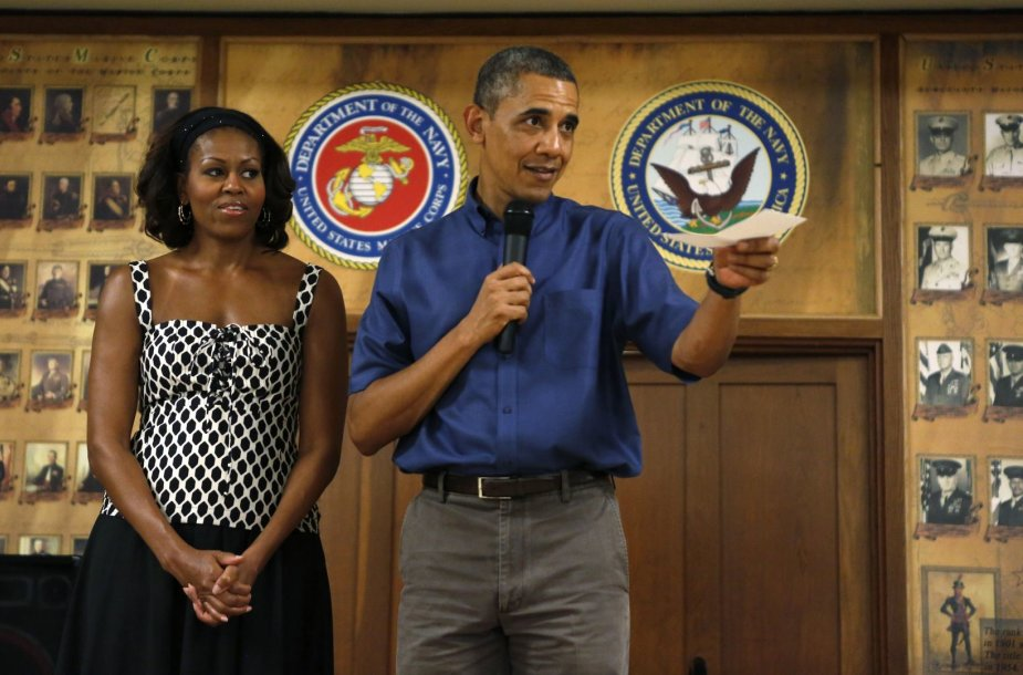 Barackas Obama su žmona Michelle jūrų pėstininkų bazėje