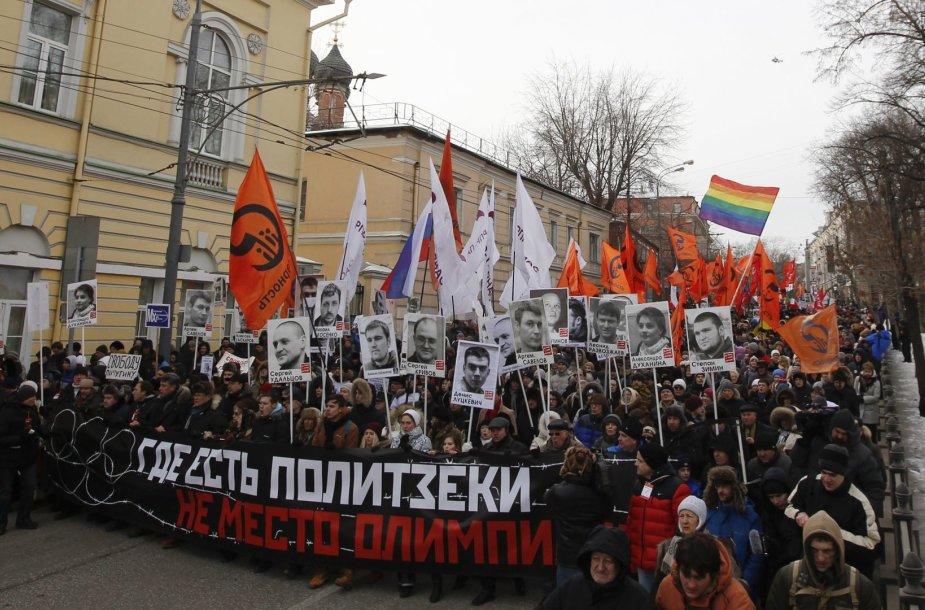 Maskvoje protestuotojai reikalavo paleisti politinius kalinius.
