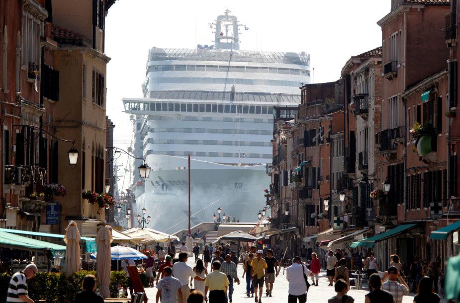 Kruizinis laivas Venecijoje