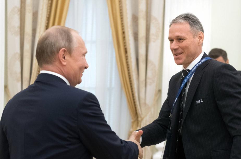 Kremliuje Vladimiras Putinas sukvietė legendinius futbolininkus ir FIFA prezidentą G.Infantino.