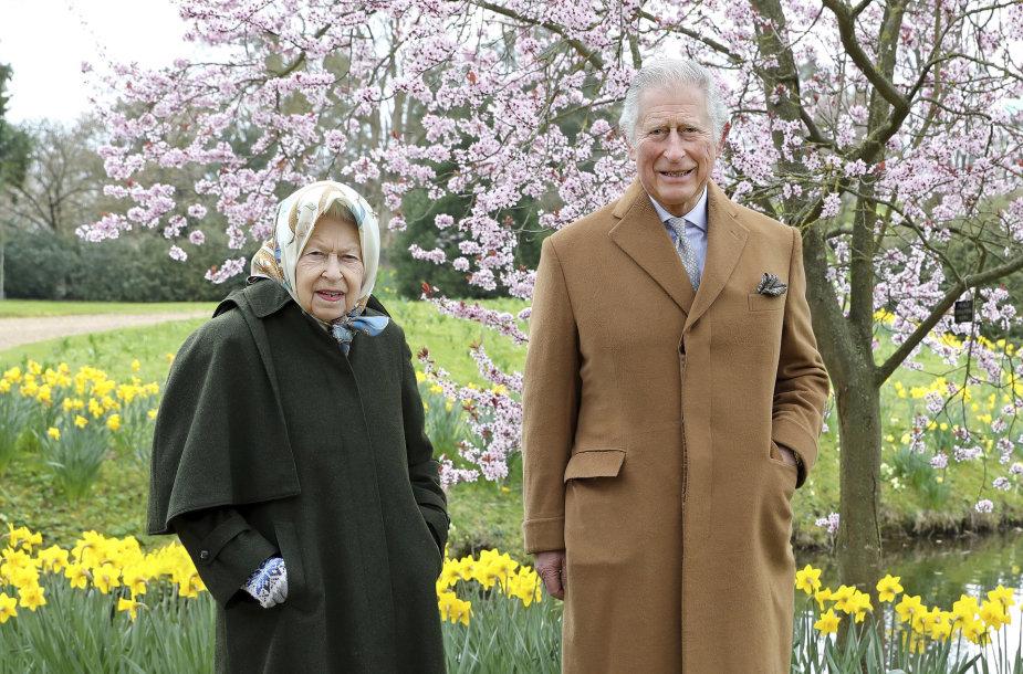 Karalienė Elizabeth II ir princas Charlesas