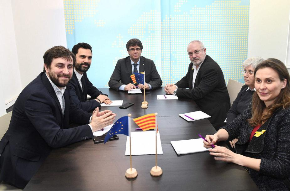 Carleso Puigdemont'o, Rogerio Torrento ir keturių paleistos vyriausybės narių susitikimas