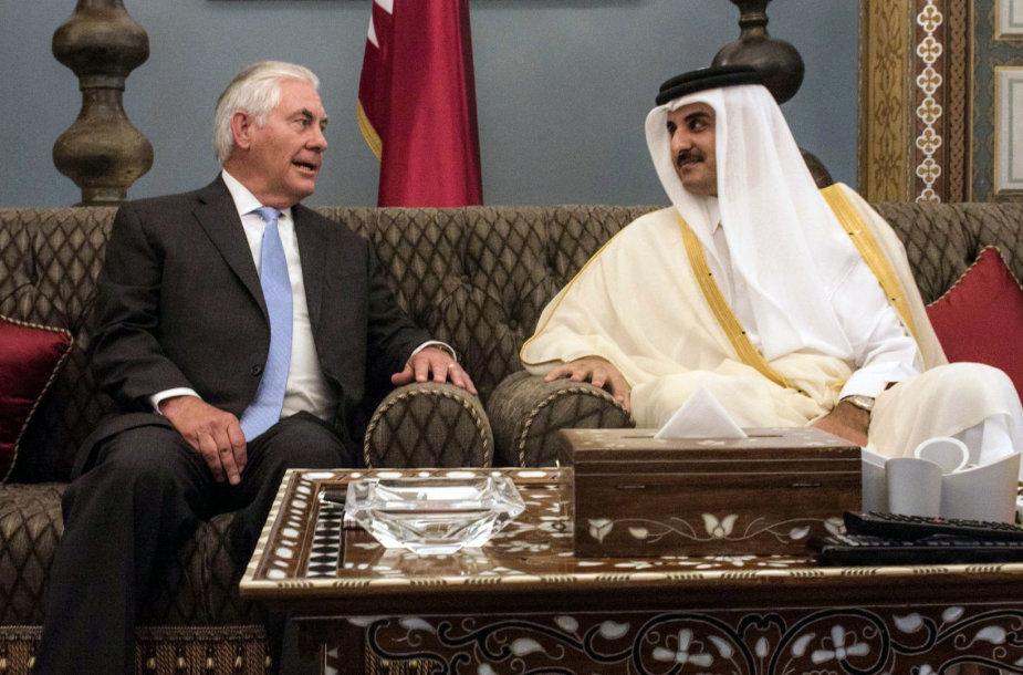 Rexas Tillersonas ir Mohammedas bin Abdulrahmanas Al-Thani