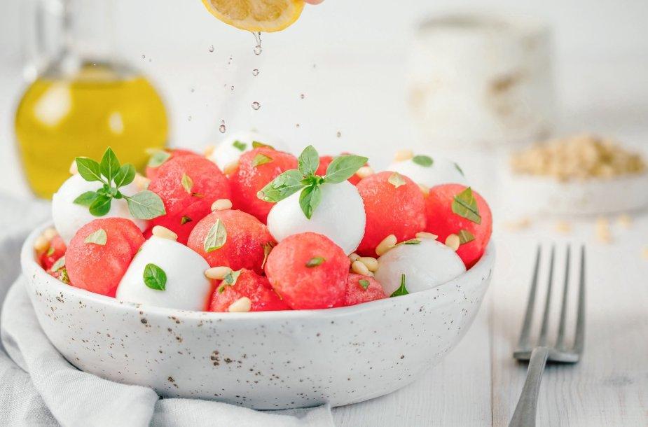 Arbūzų ir mocarelos užkandis