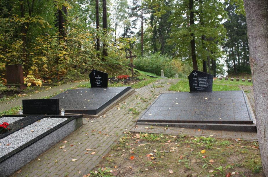Naujas paminklas Antrojo pasaulinio karo kariams Antakalnio kapinėse