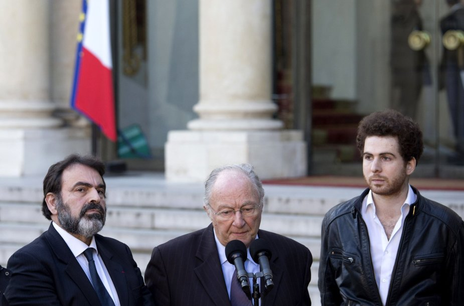Rogeris Cukiermanas (centre)