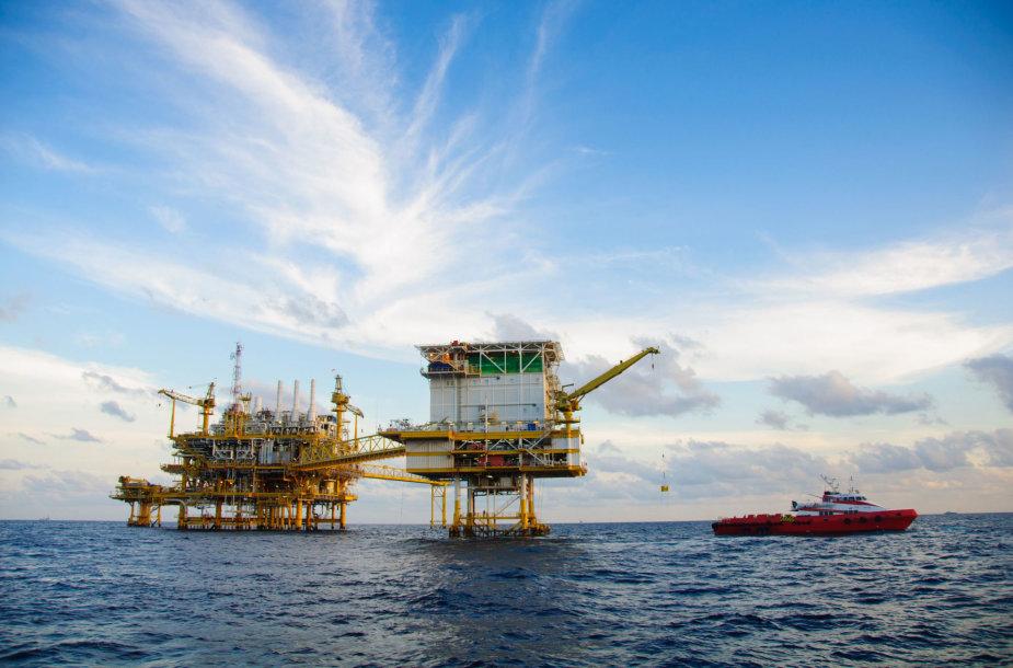 Naftos ir dujų gavybos platforma jūroje