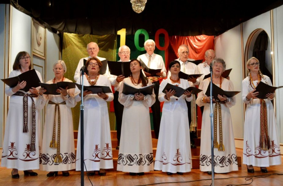 Adelaidės lietuviai Šimtmečio proga padovanojo Lietuvai išskirtinę dovaną.