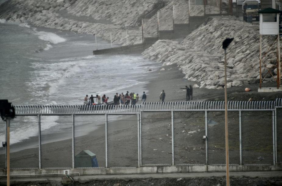 Maždaug 100 migrantų plaukte bandė pasiekti Ispanijos Seutos anklavą