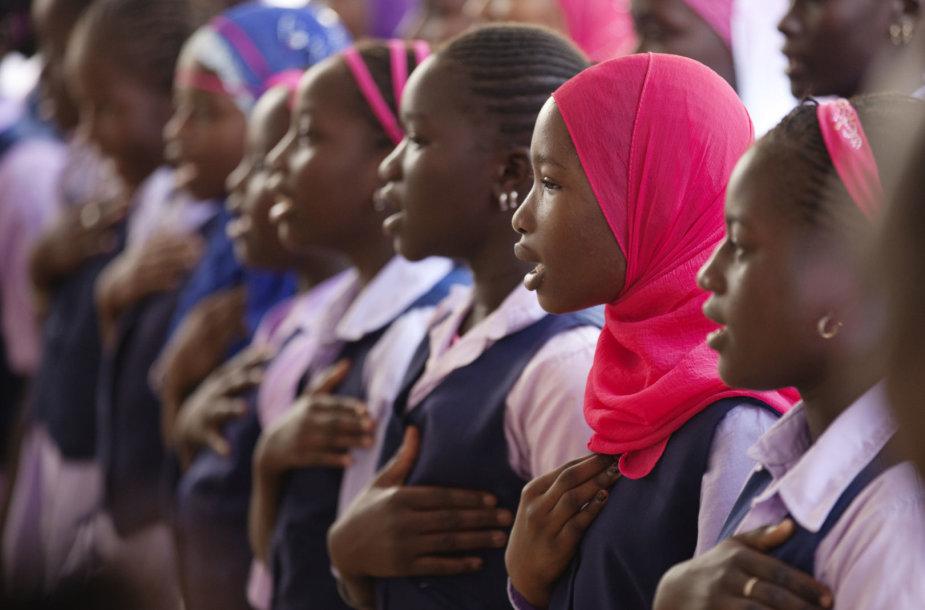 Mergaitės Senegalo sostinėje Dakare