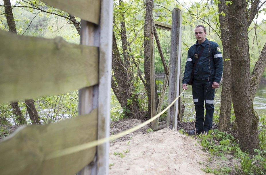Aplinkosaugininkai tikrino tvoros atstumą nuo vandens telkinių.