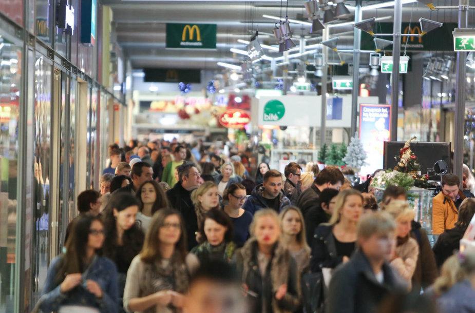 Išpardavimas prekybos centre sulaukė žmonių antplūdžio