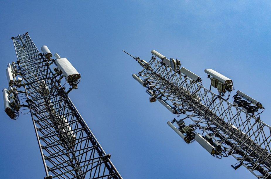 Bokštai su mobiliojo ryšio antenomis