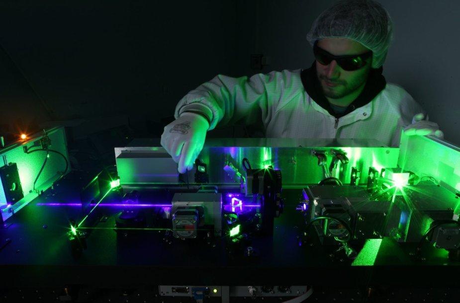 EKSPLOS derinamo bangos ilgio lazerio sistema