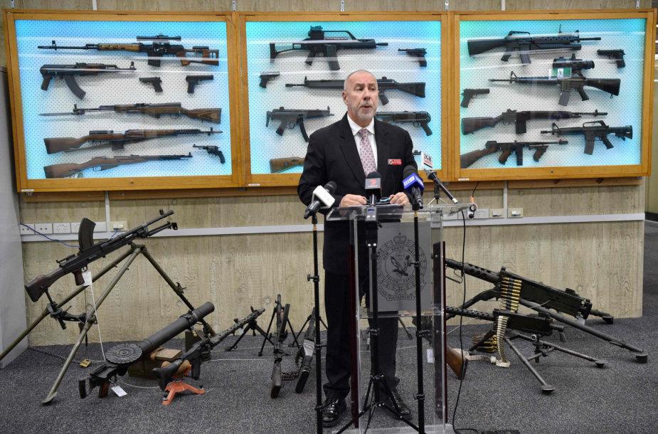 Inspektorius Wayne'as Hoffmanas ir amnestijos metu surinkti ginklai