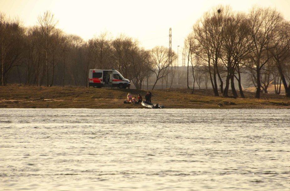 Nuo tilto Kaune nukritusio asmens gelbėjimo operacija