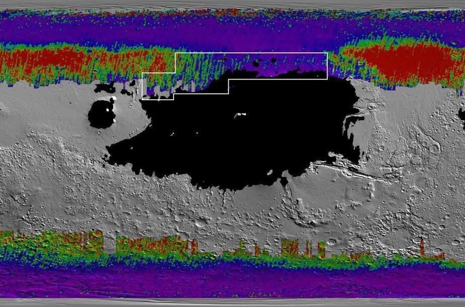 NASA sudarytas vandens žemėlapis. Juodai pažymėta zona, kur kosminiai aparatai smegtų į smulkų gruntą. Šaltos spalvos atvaizduoja vandens ledą arti paviršiaus. Apibrėžta teritorija – tinkamiausia vandens gavimui