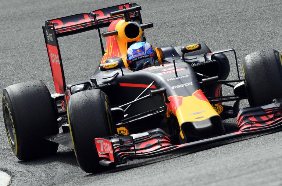 Danielis Ricciardo užėmė antrąją vietą