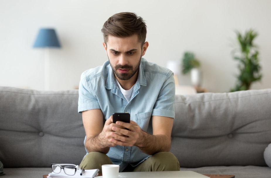 Virtualus išmaniojo telefono pagalbininkas kelia sumaištį