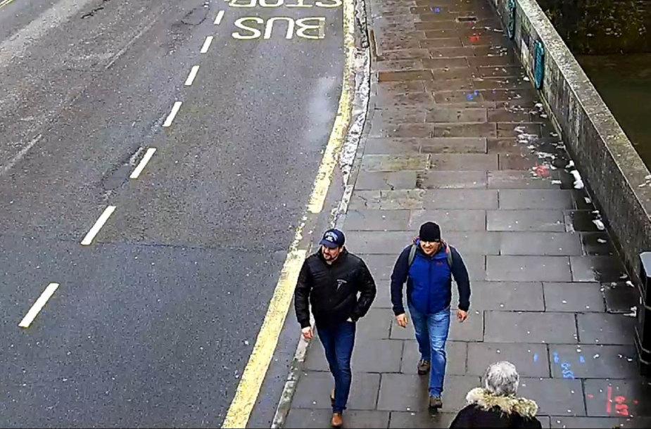Jungtinės Karalystės policija paskelbė šūsnį dviejų įtariamųjų Skripalių apnuodjimu nuotraukų