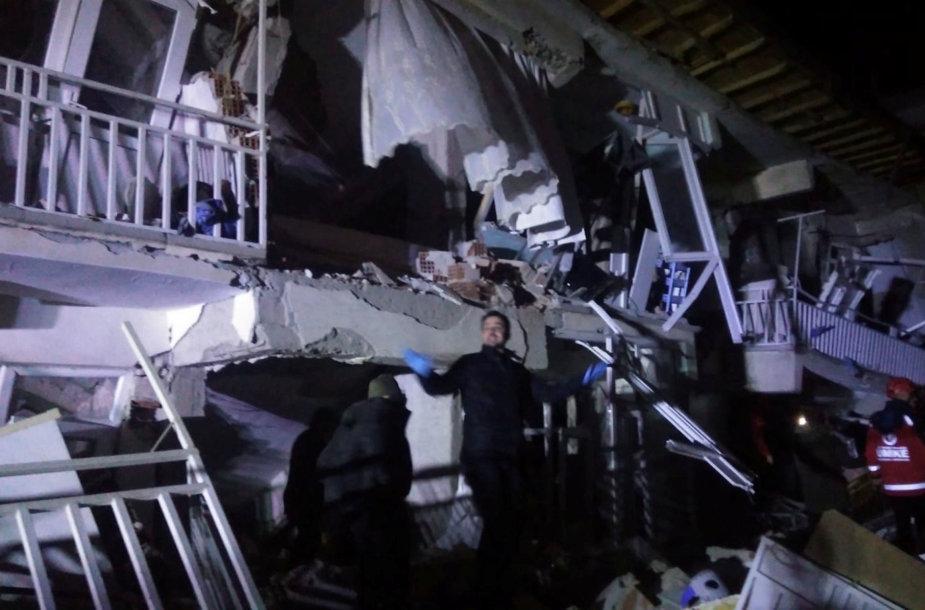 Žemės drebėjimo apgriautas namas