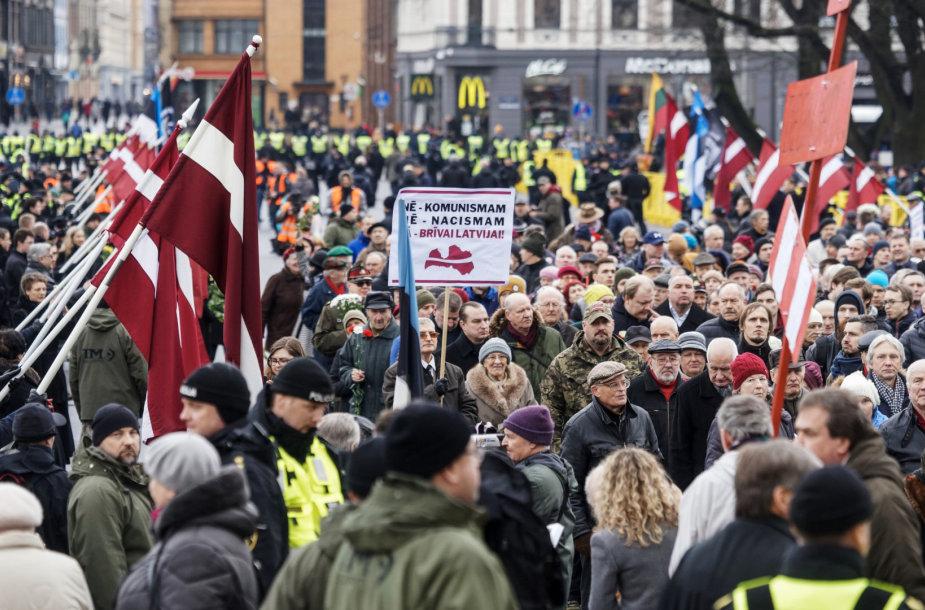 Rygoje latvių SS legionierių atminimo eitynėse dalyvavo per 1 000 žmonių