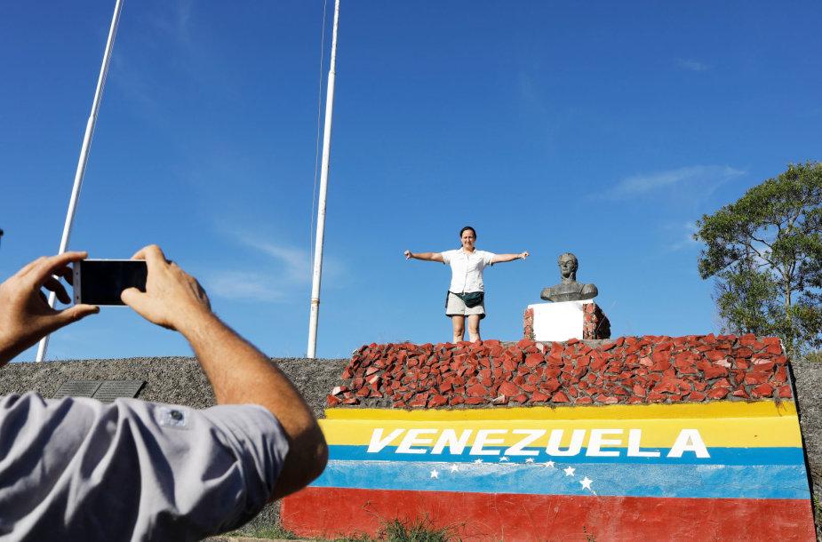 Nuo skurdo savo šalyje bėgantys venesueliečiai Brazilijoje
