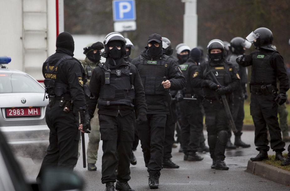 Pareigūnai Minske