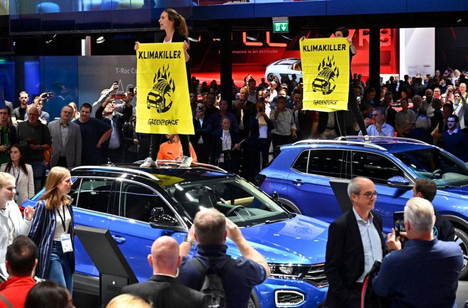 Protestuotojai Frankfurto automobilių parodoje