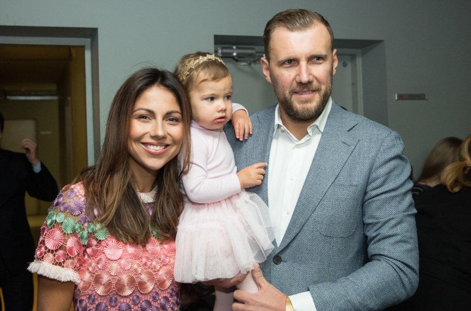Julija Žižė su vyru Laurynu ir dukra Lėja