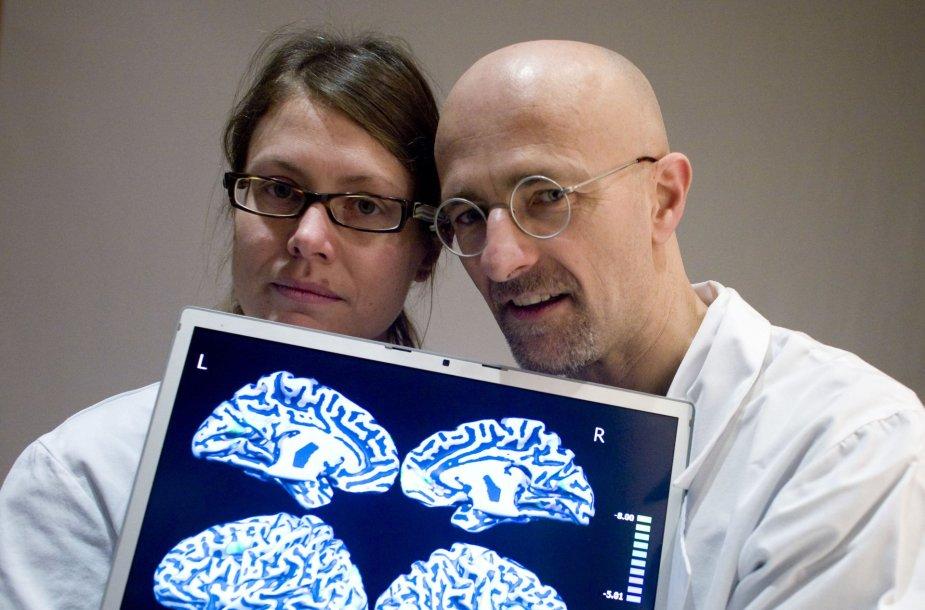 Neurochirurgas Sergio Canavero su kolege Barbara Massa Micon