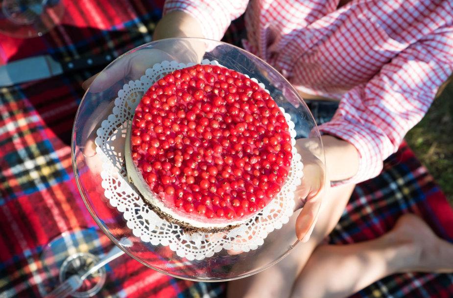 Tortas su raudonaisiais serbentais