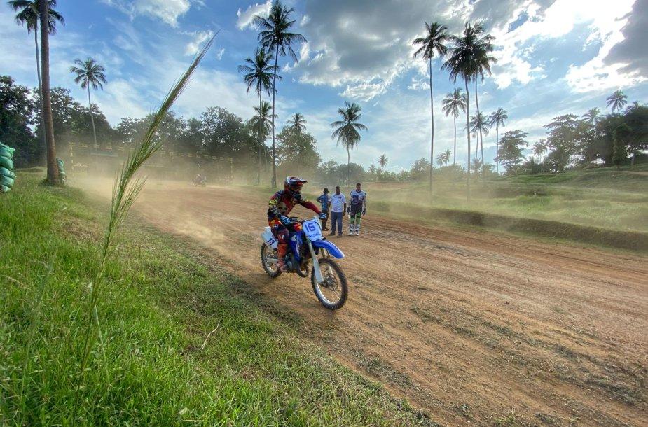 Arūnas Gelažninkas Dakarui ruošiasi su Šri Lankos armija