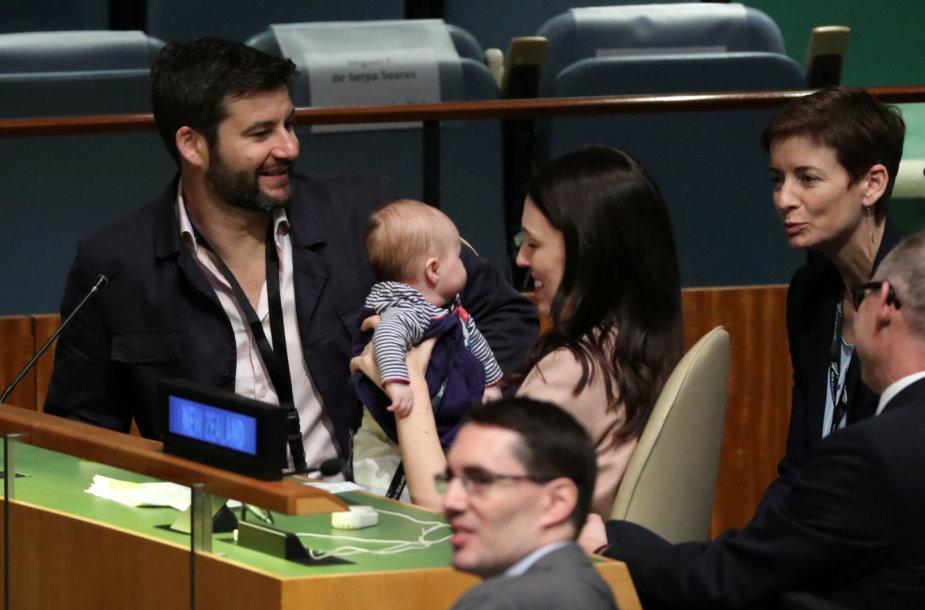 Naujosios Zelandijos premjerė atsinešė kūdikį į JT posėdžių salę