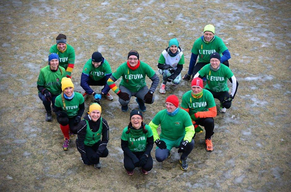 Vasario 16-ąją 16 kauniečių bėgikų sutiko 16 kilometrų bėgimu