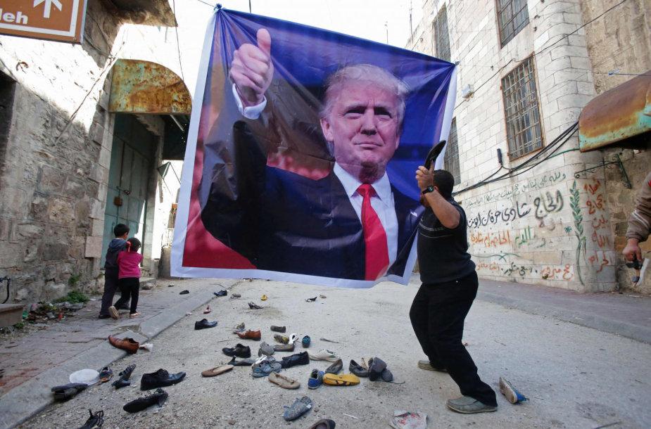 Palestiniečiai protestuoja prieš D.Trumpo veiksmus