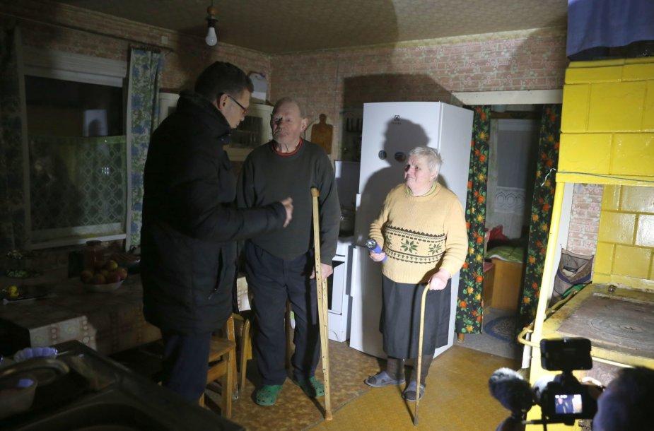 Alšėnų seniūnijoje gyvenantiems pensininkams Straukams bus perduotas pagalbos pultelis