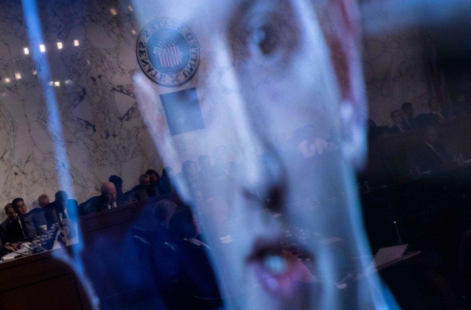 """""""Facebook"""" vadovas Markas Zuckerbergas JAV Senate"""