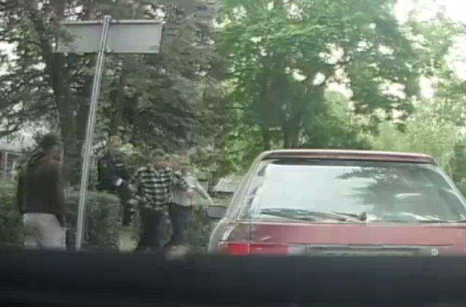 Plinkšių miestelyje, Mažeikių rajone, įkliuvo ketvirtadienio rytą girtas į pieninę vairavęs vyras.