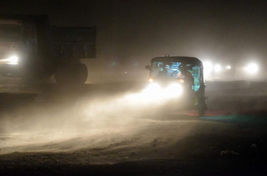 Indijoje kilo pražūtingos audros
