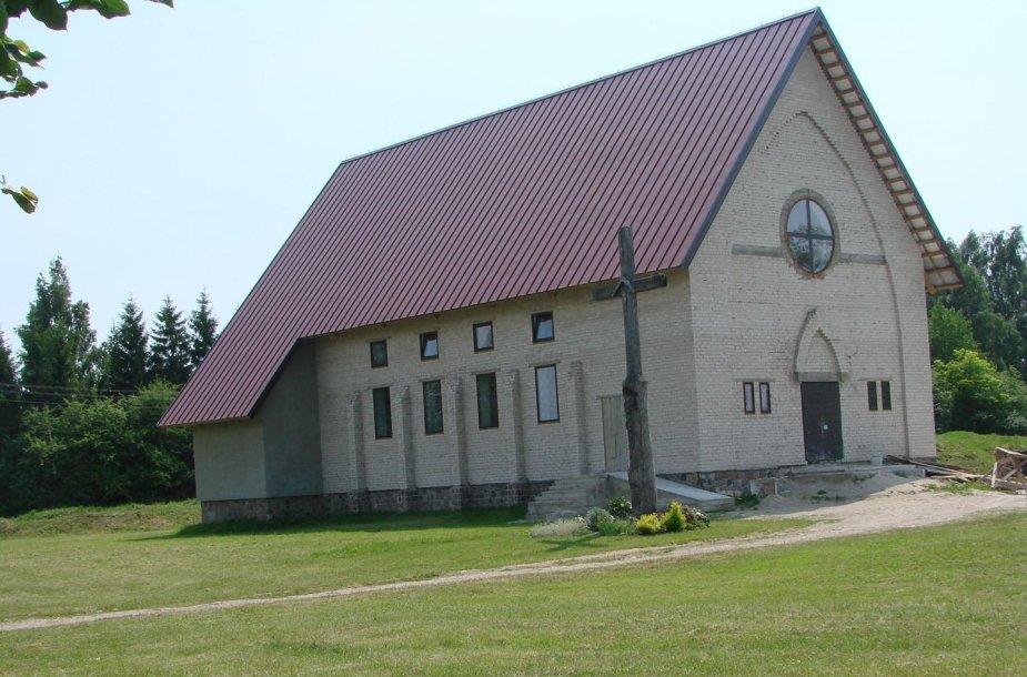 Kūlupėnų šv. Motiejaus bažnyčia pastatyta pačių miestelio gyventojų jėgomis