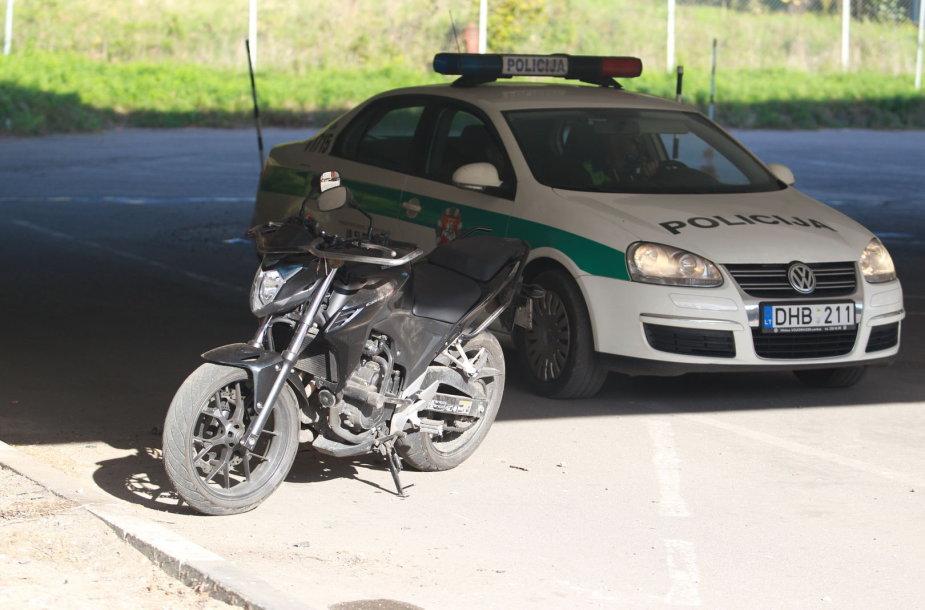 Vilniuje nuo motociklo nukrito vairuoti mokęsis vyras.