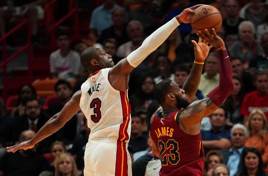 Dwyane'as Wade'as blokuoja LeBroną Jamesą