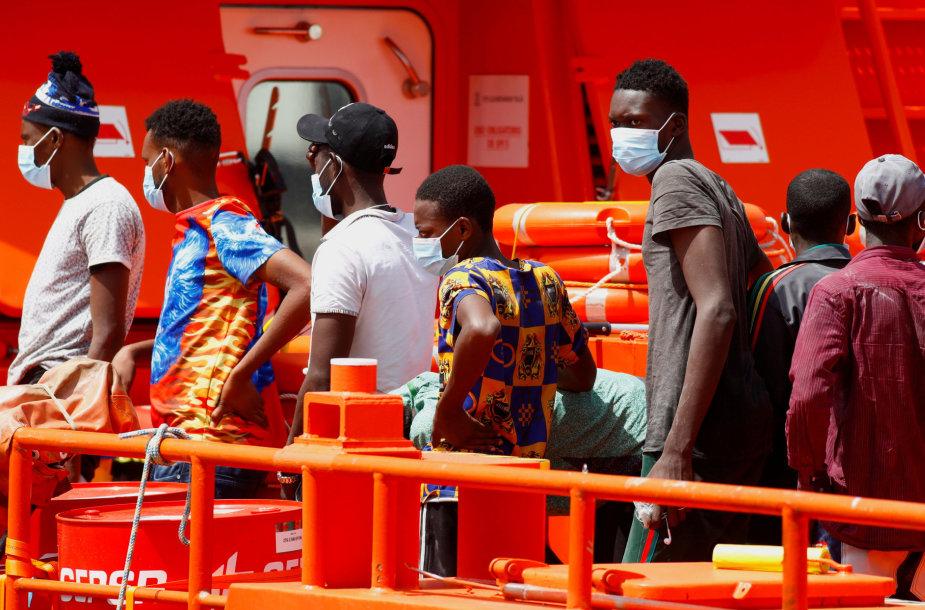 Daugiau kaip 80 migrantų plaukte pasiekė Ispanijos Seutos anklavą