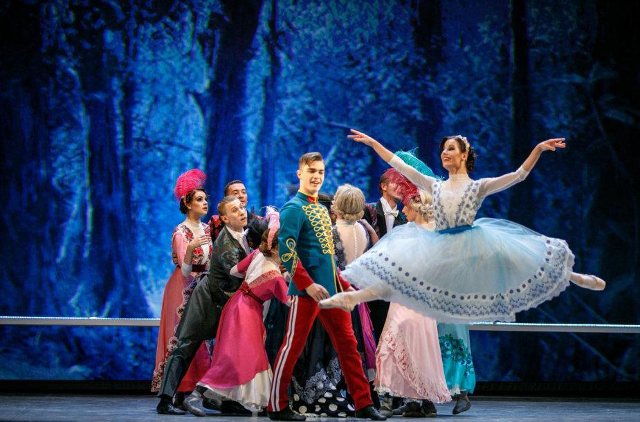 """Baletas """"Kita pelenės istorija"""""""