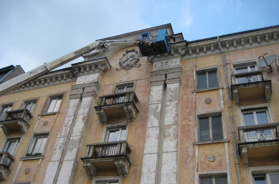 Herbas ant daugiabučio pastato Klaipėdos centre paveldosaugininkų laikomas nesusipratimu.