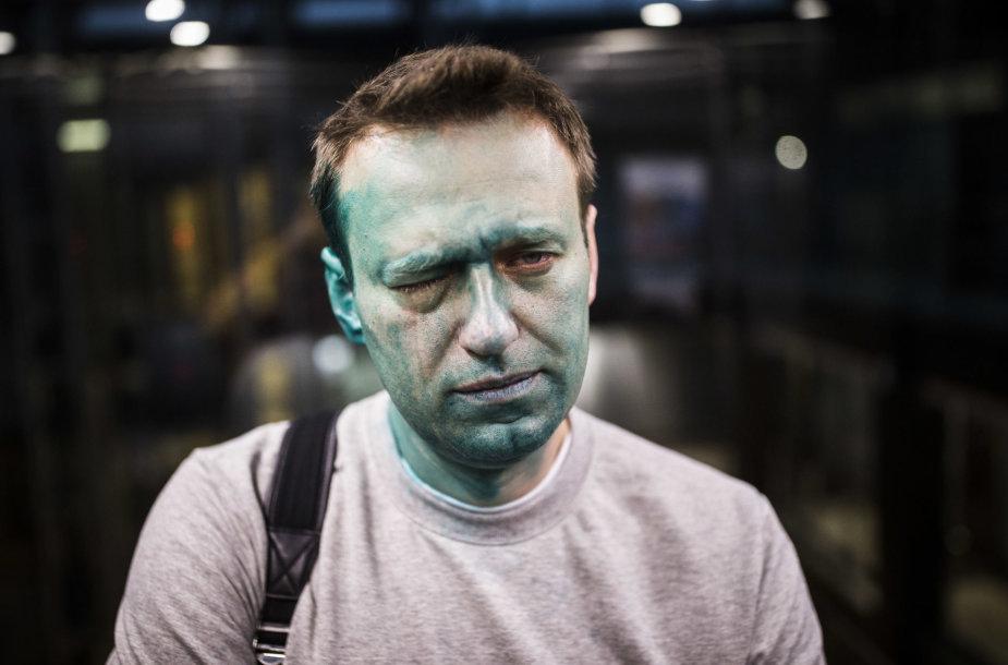 Briliantine žaluma apipiltas Aleksejus Navalnas