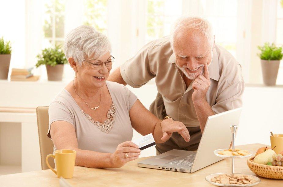 Senjorai su kompiuteriu