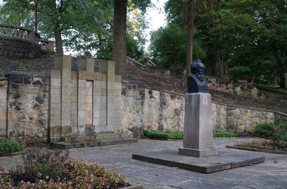 Lietuvių tautinis darželis Klivlande, Rokfelerio parke