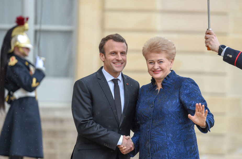 Prezidentė susitiko su Prancūzijos vadovu Emmanueliu Macronu ir dalyvavo trijų Baltijos valstybių ir Prancūzijos Prezidentų darbo pietuose